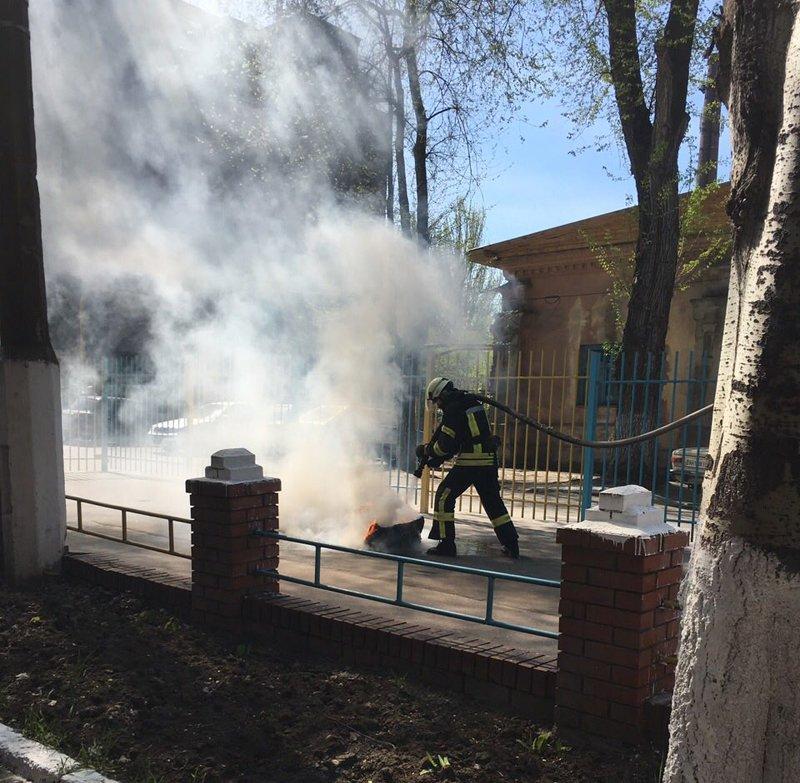 Перед Центральным отделением полиции тушили пожар (ФОТО) (фото) - фото 1