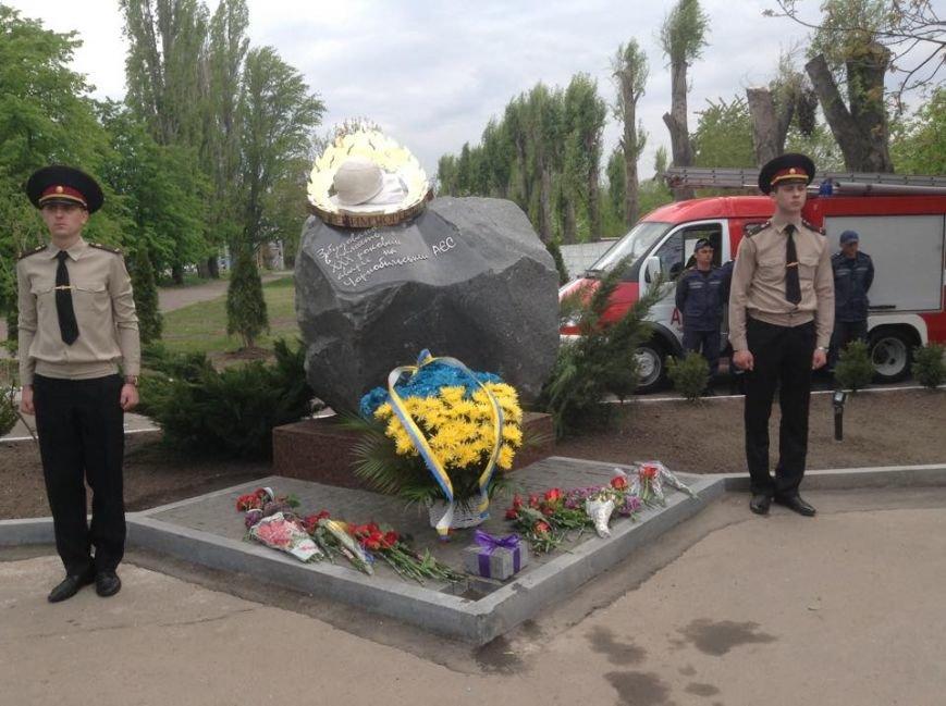 """У Черкасах відкрили пам'ятник """"Нескорені Чорнобилем"""" та заклали капсулу часу (ФОТО), фото-2"""