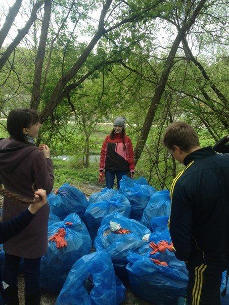 Студенти ЖДТУ прибрали від сміття береги Кам'янки, фото-1