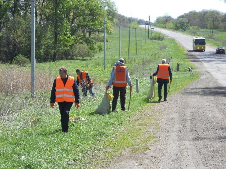 Кіровоградські дорожники активно провели місячник довкілля (фото) - фото 1