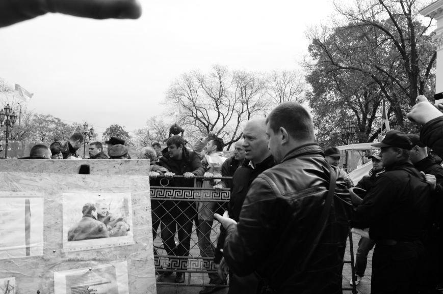 1a0d31568ac8716669b56d377bece9a1 Полиция с титушками на службе у мэрии: Как в Одессе разгоняли мирный протест