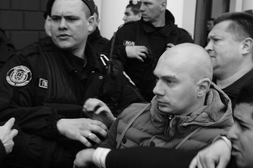 2bf5d058f6e1c5ba8825fe0236f3b492 Полиция с титушками на службе у мэрии: Как в Одессе разгоняли мирный протест