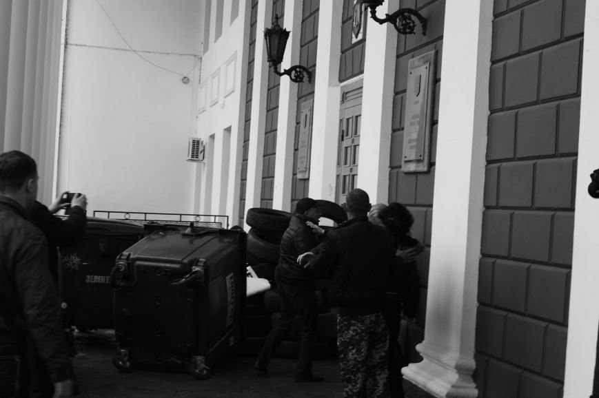 413b6e222636cf1c661990c2b3ad8a30 Полиция с титушками на службе у мэрии: Как в Одессе разгоняли мирный протест