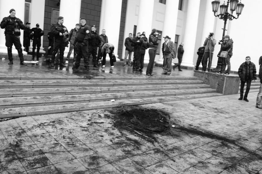 693858d57d1947cbe8227cb30280d2a6 Полиция с титушками на службе у мэрии: Как в Одессе разгоняли мирный протест