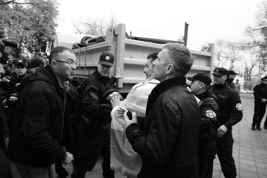 873683c9015ffa3c1c77b6179b71cb02 Полиция с титушками на службе у мэрии: Как в Одессе разгоняли мирный протест