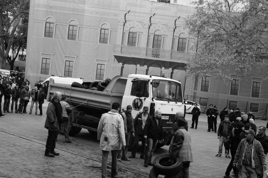8d34a7a2e212f873bdbf665042909ba7 Полиция с титушками на службе у мэрии: Как в Одессе разгоняли мирный протест