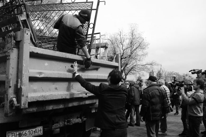 8d5ed1fa2656f1f062ee1613a53770dd Полиция с титушками на службе у мэрии: Как в Одессе разгоняли мирный протест