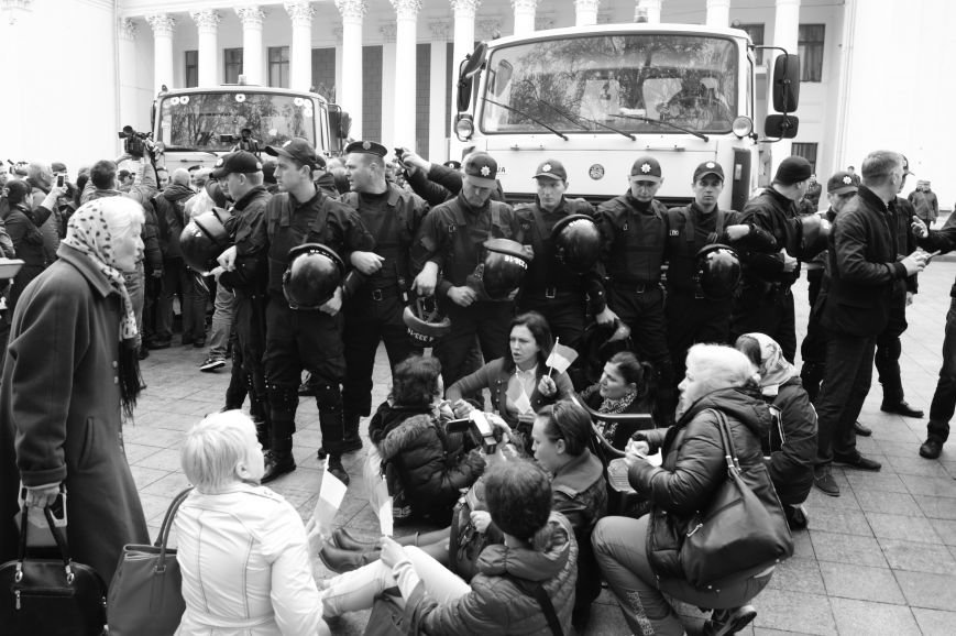 9759253e9502883b7eb277833f62e980 Полиция с титушками на службе у мэрии: Как в Одессе разгоняли мирный протест
