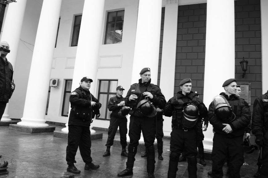 b40a413ddfa915f7cb6028c8638f0cb1 Полиция с титушками на службе у мэрии: Как в Одессе разгоняли мирный протест