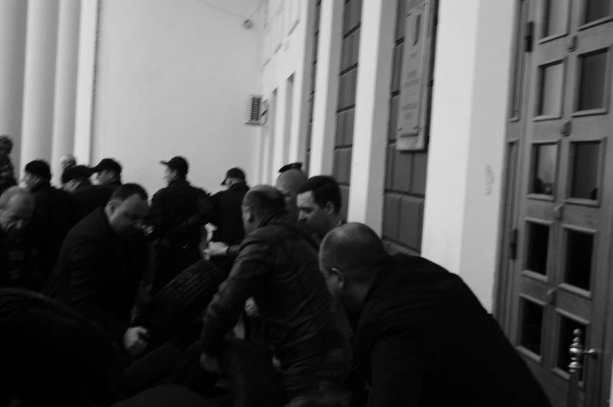 fdbcd87e7f9c52cc341020ece9926a0c Полиция с титушками на службе у мэрии: Как в Одессе разгоняли мирный протест