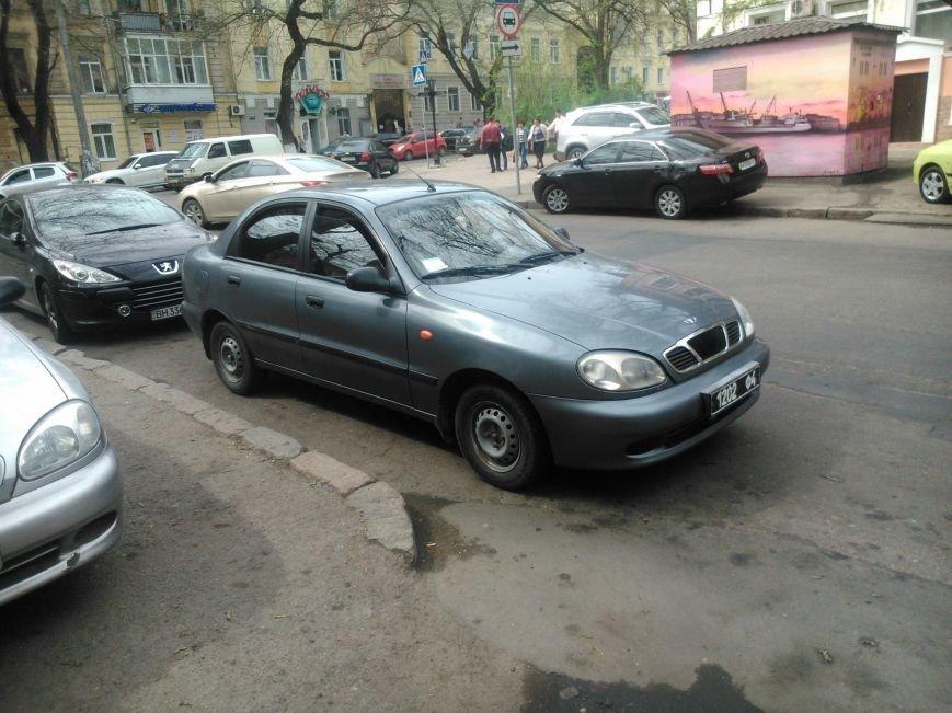 1630e25eaaed012c221beddda608d478 Фотоподборка: Как в Одессе паркуется полиция