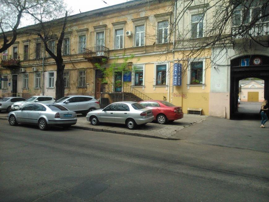 4dff335c859ad9f8150196ce5f5e25eb Фотоподборка: Как в Одессе паркуется полиция