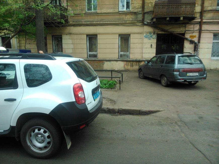 72a396357a90d87fa4916bfdda596589 Фотоподборка: Как в Одессе паркуется полиция
