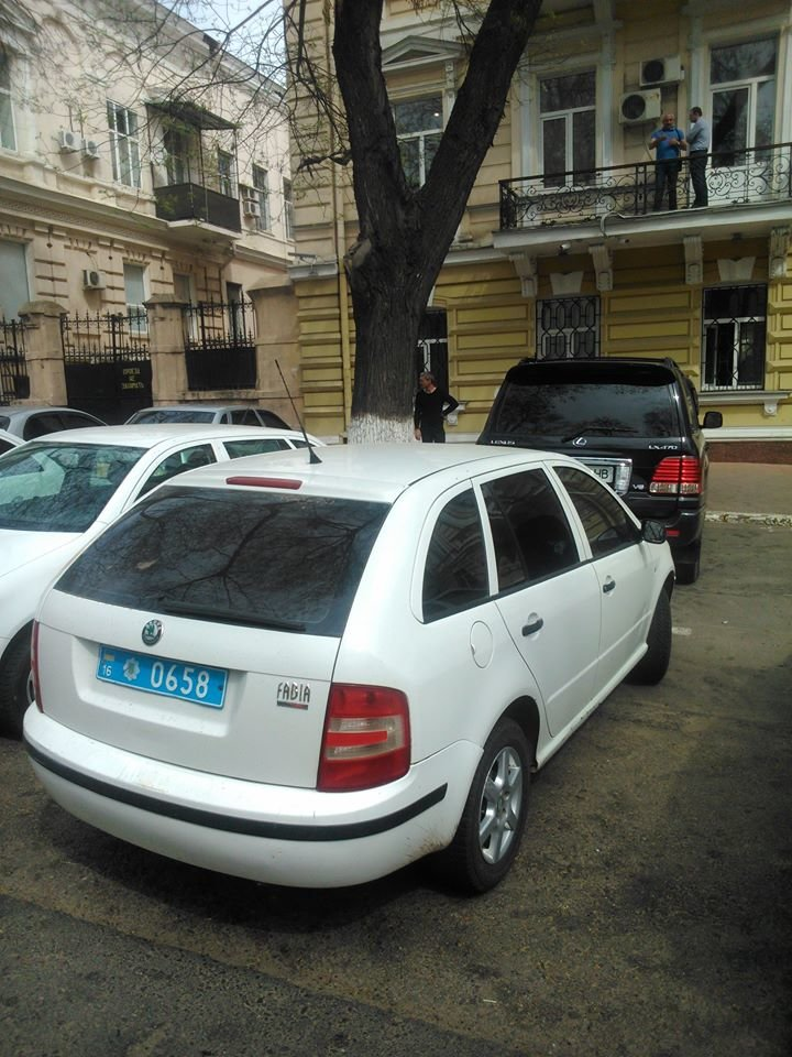8bf8eedf33361ab97e045615bc93f075 Фотоподборка: Как в Одессе паркуется полиция