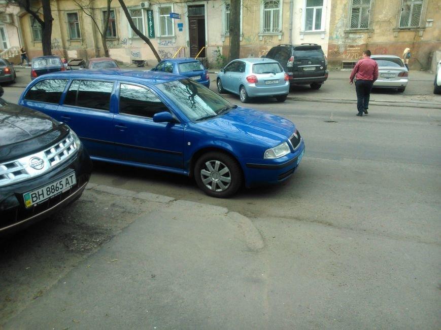 905aa9f5d1288711b4f7f38d14caac25 Фотоподборка: Как в Одессе паркуется полиция