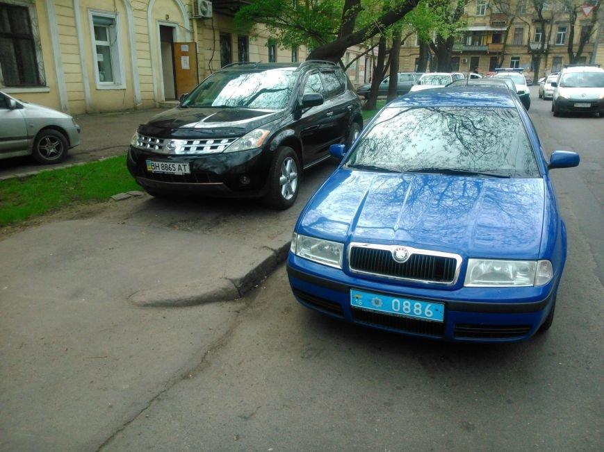Фотоподборка: Как в Одессе паркуется полиция (ФОТО) (фото) - фото 1