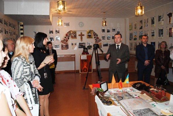 У черкаській школі відкрили меморіальну дошку пам'яті активістів-чорнобильців, фото-1