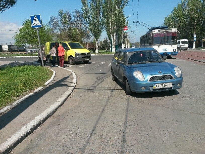 В Мариуполе микроавтобус столкнулся с легковушкой (ФОТО), фото-4