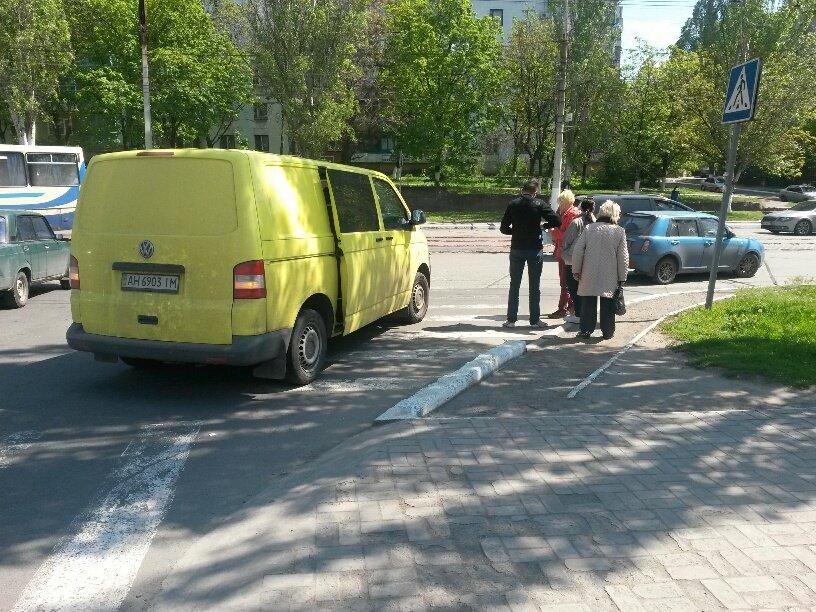В Мариуполе микроавтобус столкнулся с легковушкой (ФОТО), фото-2