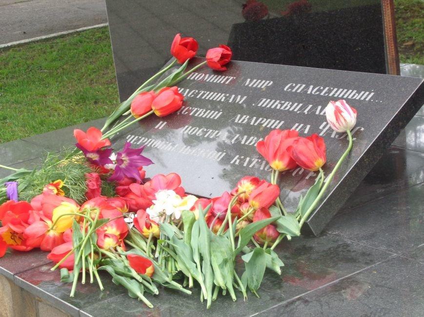 В Красноармейске (Покровске) торжественно почтили светлую память жертв и героический подвиг ликвидаторов аварии на Чернобыльской АЭС (фото) - фото 6