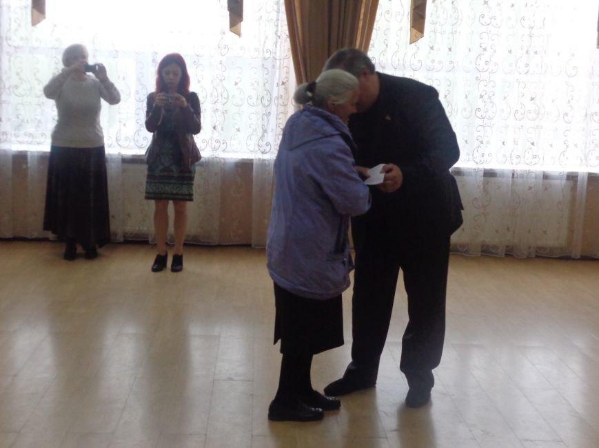 В Красноармейске (Покровске) торжественно почтили светлую память жертв и героический подвиг ликвидаторов аварии на Чернобыльской АЭС (фото) - фото 27