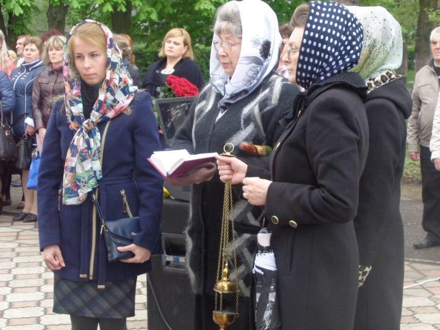 В Красноармейске (Покровске) торжественно почтили светлую память жертв и героический подвиг ликвидаторов аварии на Чернобыльской АЭС (фото) - фото 5