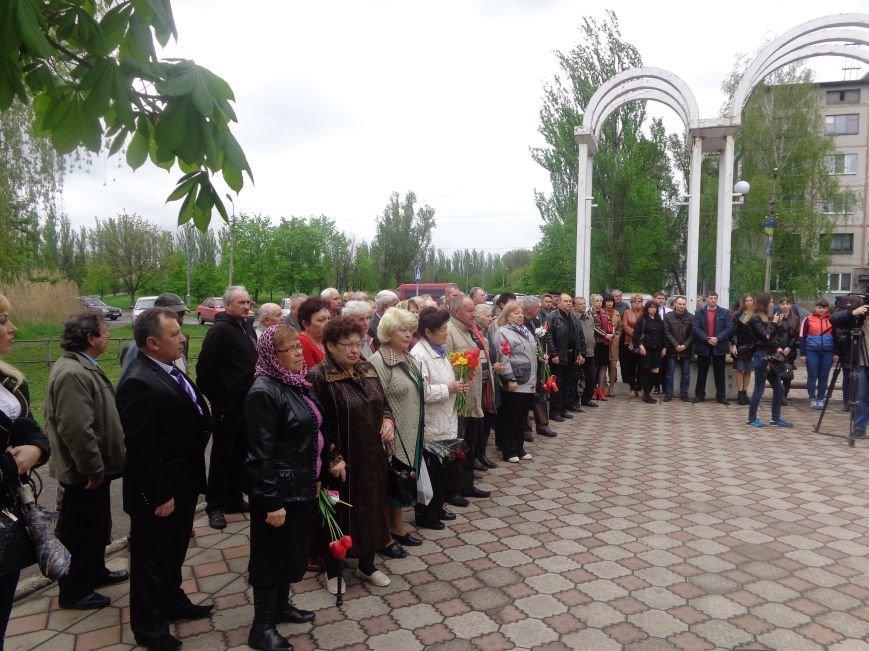 В Красноармейске (Покровске) торжественно почтили светлую память жертв и героический подвиг ликвидаторов аварии на Чернобыльской АЭС (фото) - фото 2