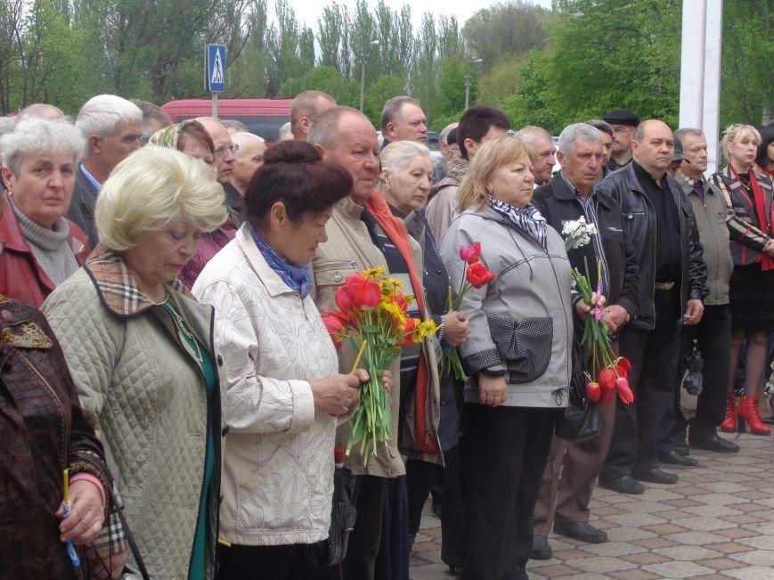 В Красноармейске (Покровске) торжественно почтили светлую память жертв и героический подвиг ликвидаторов аварии на Чернобыльской АЭС (фото) - фото 3