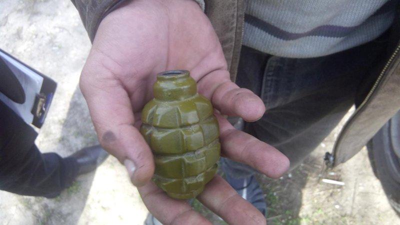 Житель Сартаны сдал полицейским найденную гранату (ФОТО) (фото) - фото 1