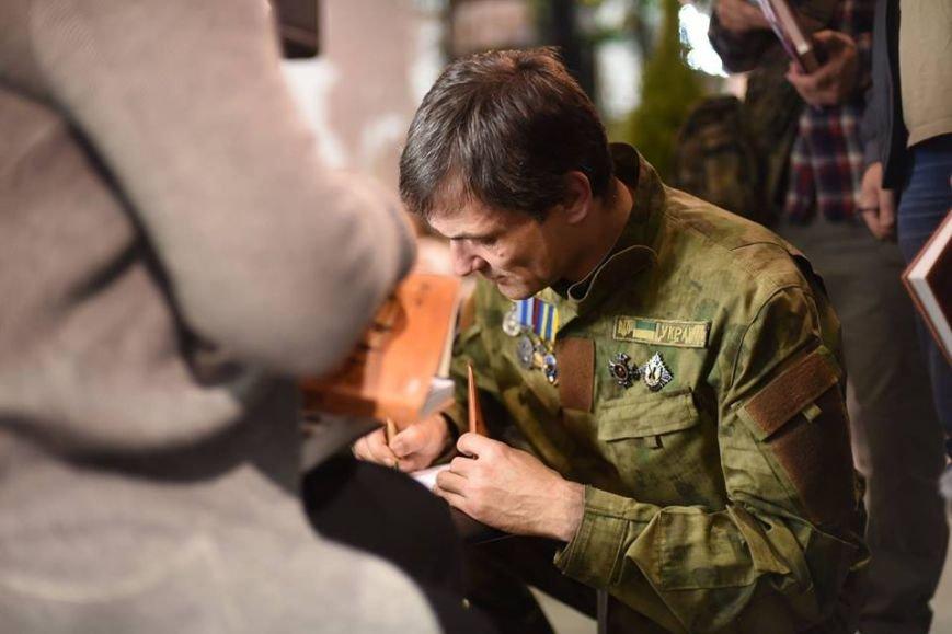 Боец полка Днепр-1 написал и издал книгу об Иловайске (ФОТО) (фото) - фото 2