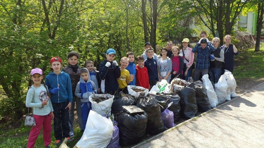 Дніпропетровськ долучився до найбільшого всеукраїнського прибирання (фото) - фото 3