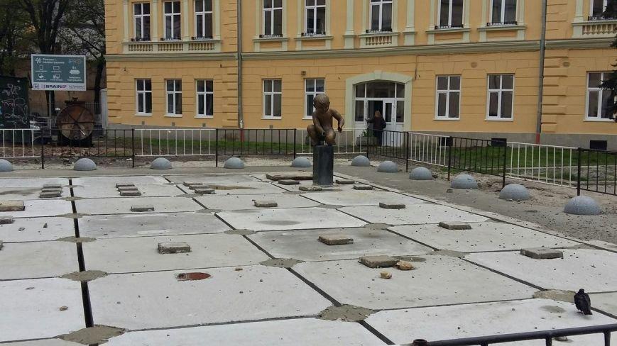 Оновлений фонтан на площі Митній планують відкрити у червні (ФОТО) (фото) - фото 1