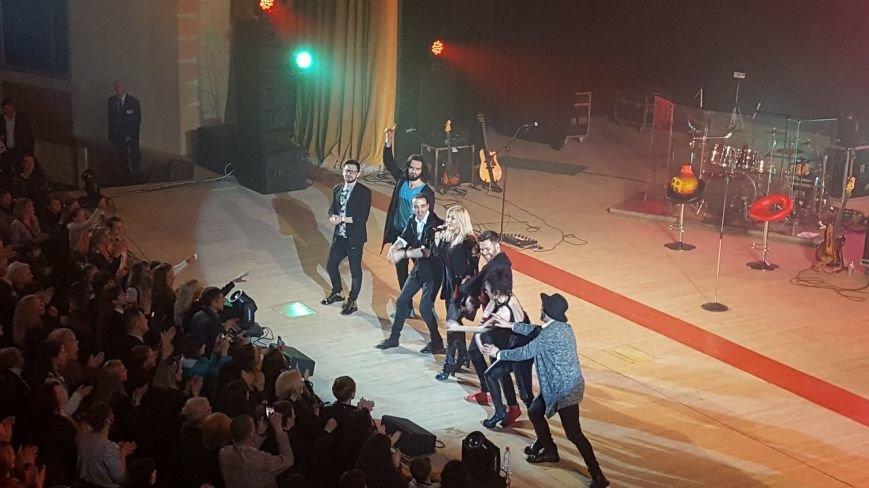 Ірина Білик у Полтаві: «Я співаю завдяки вашій любові, ви – неймовірні глядачі, у вас стільки тепла» (ФОТО) (фото) - фото 3