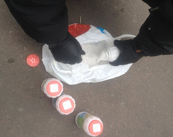 В Житомире парень гулял с пакетами марихуаны и метадона (фото) - фото 1