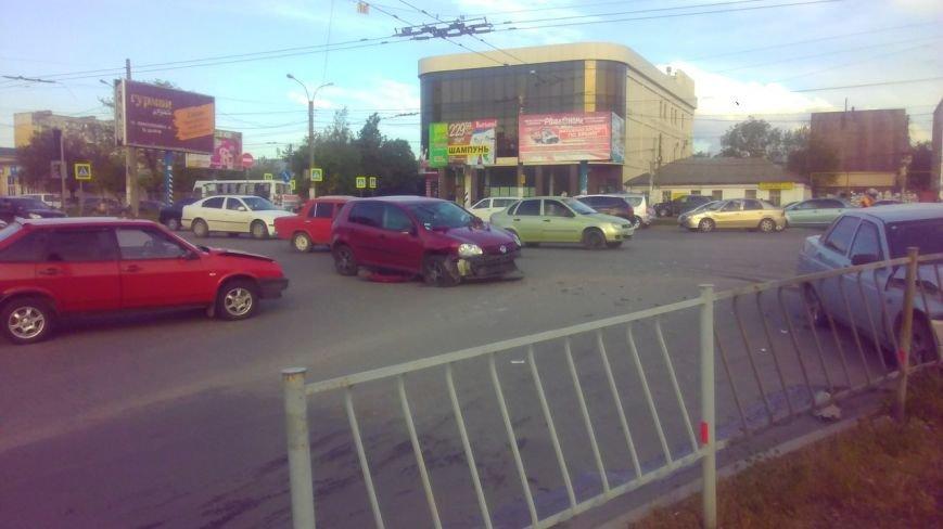 ДТП в Симферополе: Столкнулись три ВАЗа и иномарка, два человека пострадали (ФОТО) (фото) - фото 1