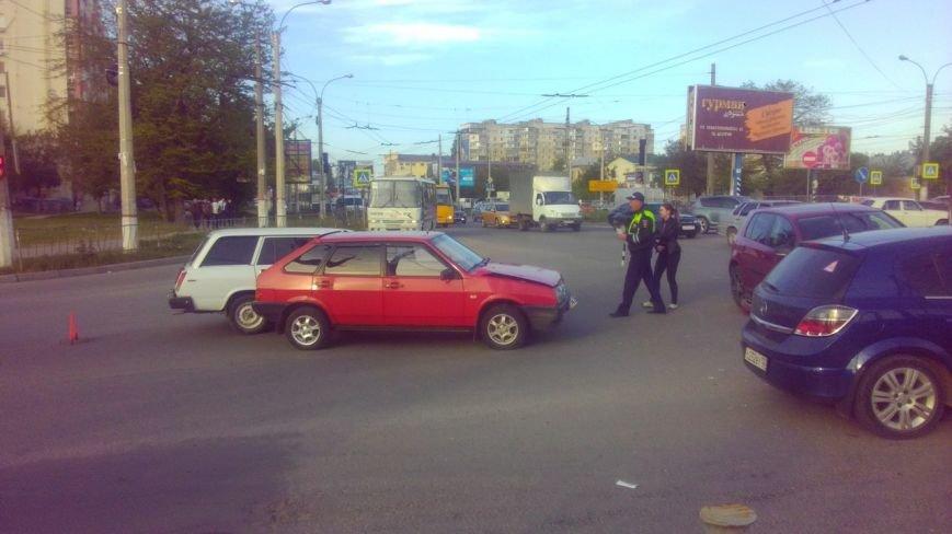 ДТП в Симферополе: Столкнулись три ВАЗа и иномарка, два человека пострадали (ФОТО) (фото) - фото 2