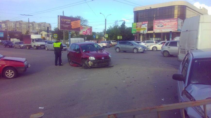 ДТП в Симферополе: Столкнулись три ВАЗа и иномарка, два человека пострадали (ФОТО) (фото) - фото 4