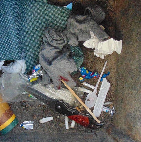 В Коростышеве домушник набросился на полицейских с ножом (фото) - фото 1
