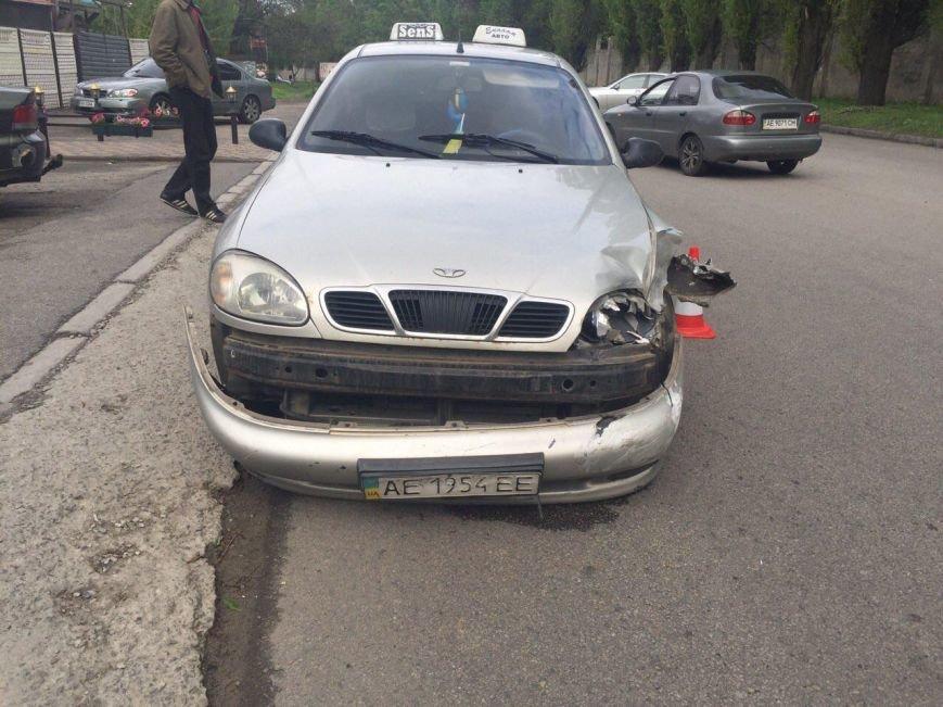BMW столкнулся с такси DAEWOO Lanos, а Kia Rio сбила мужчину (фото) - фото 4