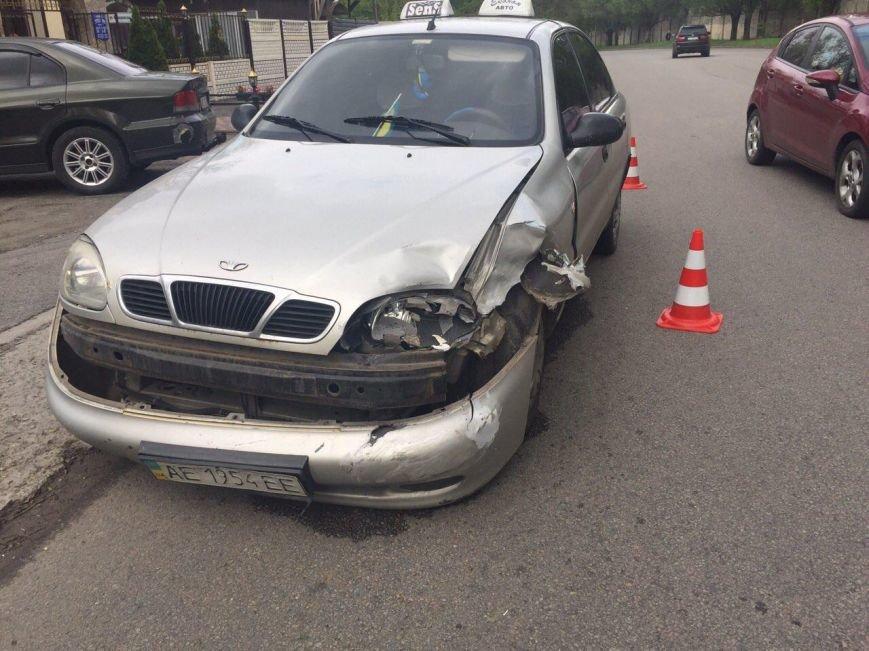 BMW столкнулся с такси DAEWOO Lanos, а Kia Rio сбила мужчину (фото) - фото 3