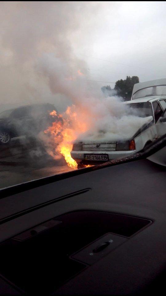 Возле поселка Мирный загорелся автомобиль (ФОТО, ВИДЕО), фото-1
