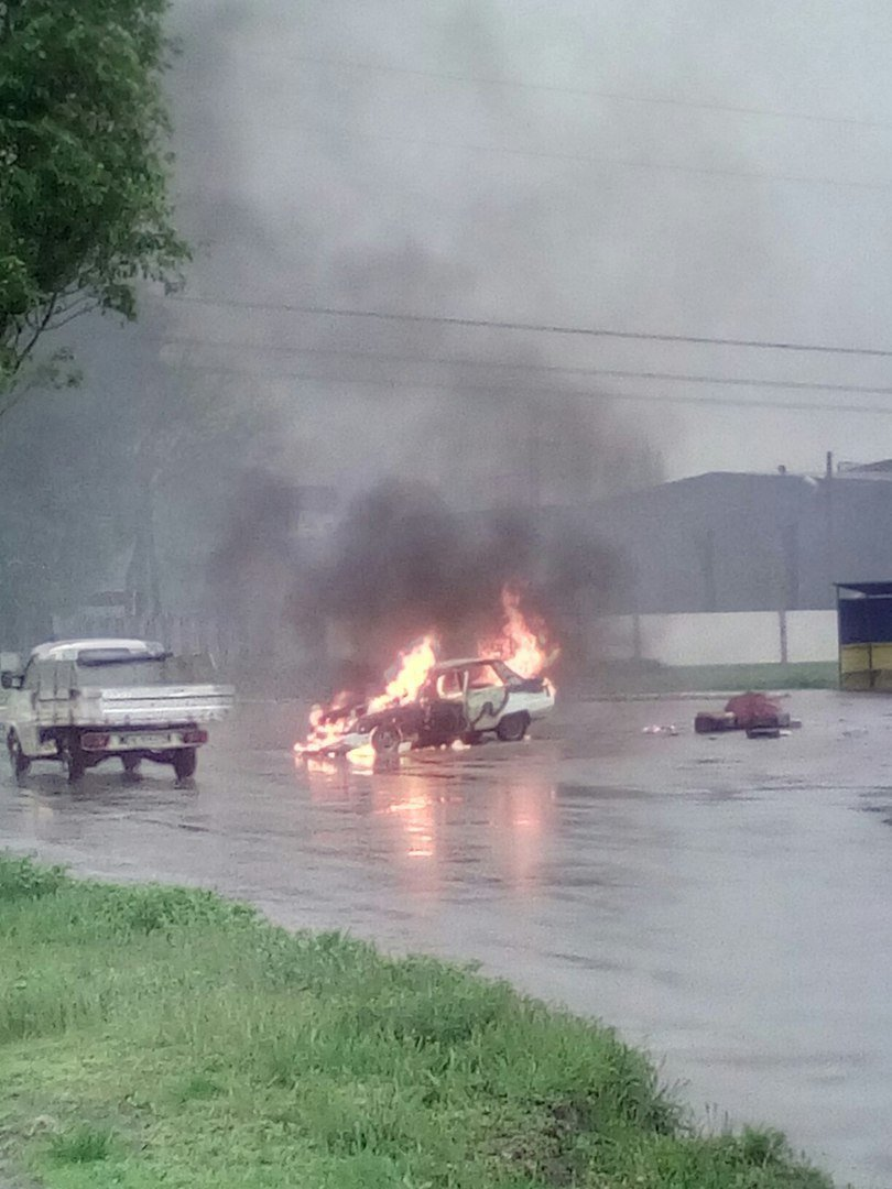 Возле поселка Мирный загорелся автомобиль (ФОТО, ВИДЕО), фото-4