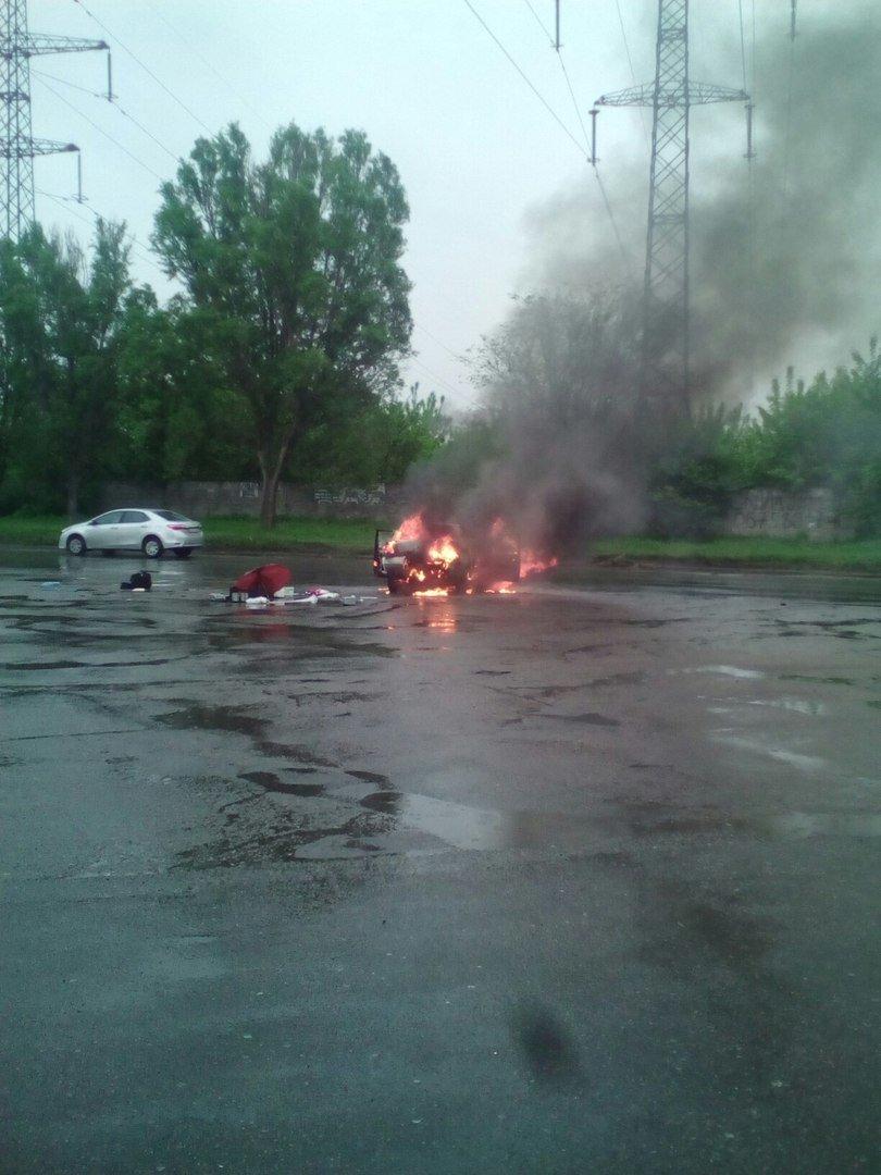 Возле поселка Мирный загорелось авто (ФОТО, ВИДЕО) (фото) - фото 1