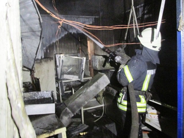 В Житомире ночью горел паб-ресторан: сотрудница получила ожоги первой степени тяжести, фото-2