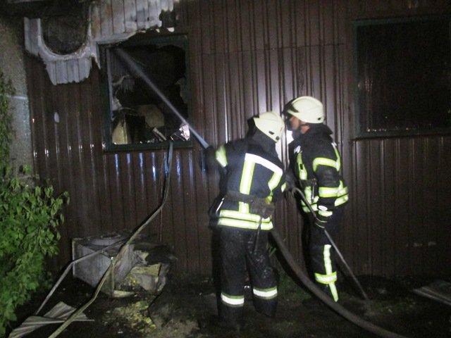 В Житомире ночью горел паб-ресторан: сотрудница получила ожоги первой степени тяжести, фото-1