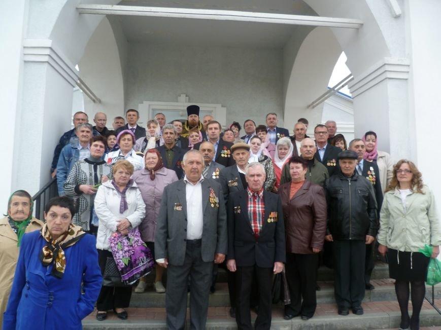 В храме Новошахтинска почтили память жертв ликвидации аварии на Чернобыльской АЭС (фото) - фото 1