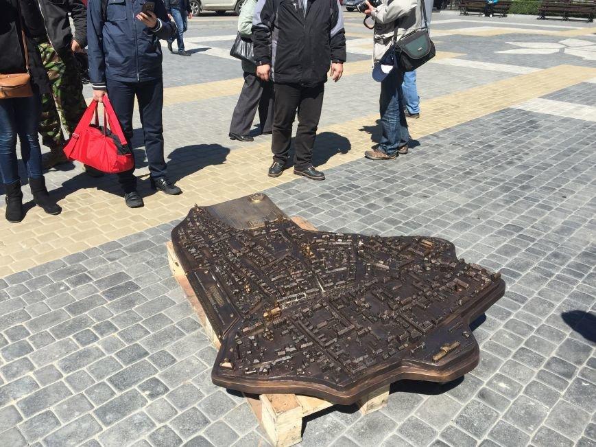 У Тернополі біля катедри почали монтувати макет довоєнного Тернополя (фото), фото-2