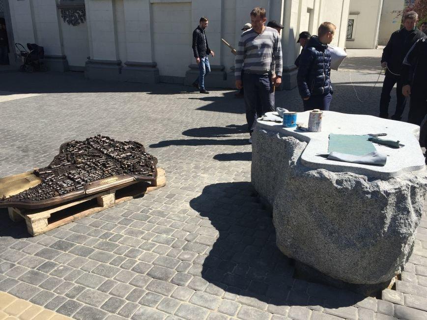 У Тернополі біля катедри почали монтувати макет довоєнного Тернополя (фото), фото-1