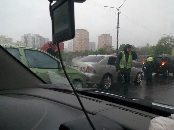 ДТП на Центральном мосту: столкнулись Hyundai и Lexus (ФОТО) (фото) - фото 1