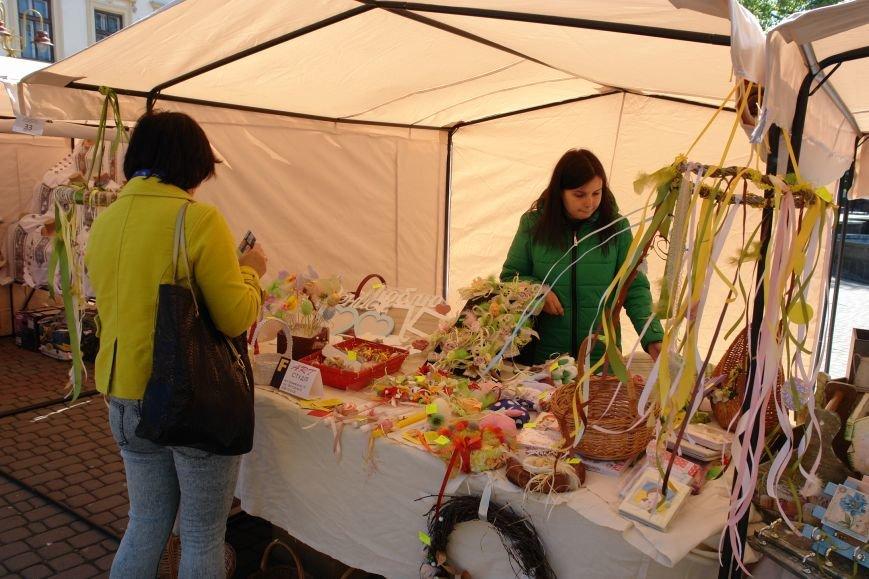 В центрі міста запрацював Великодній ярмарок (ФОТО) (фото) - фото 3